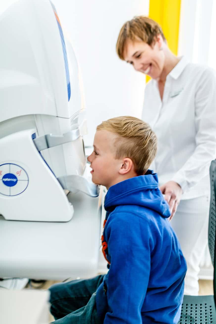 Kurzsichtigkeit (Myopie) - Früherkennung und Überwachung: Untersuchungssituation am Optos