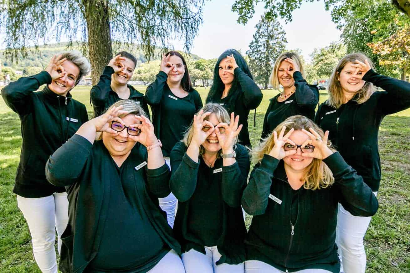 Das MFA-Team der Augenarztpraxis in Ettlingen