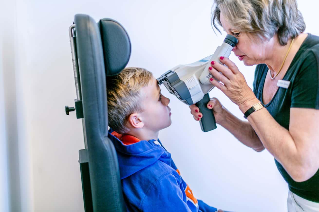 Augenuntersuchung durch eine unserer Orthoptistinnen
